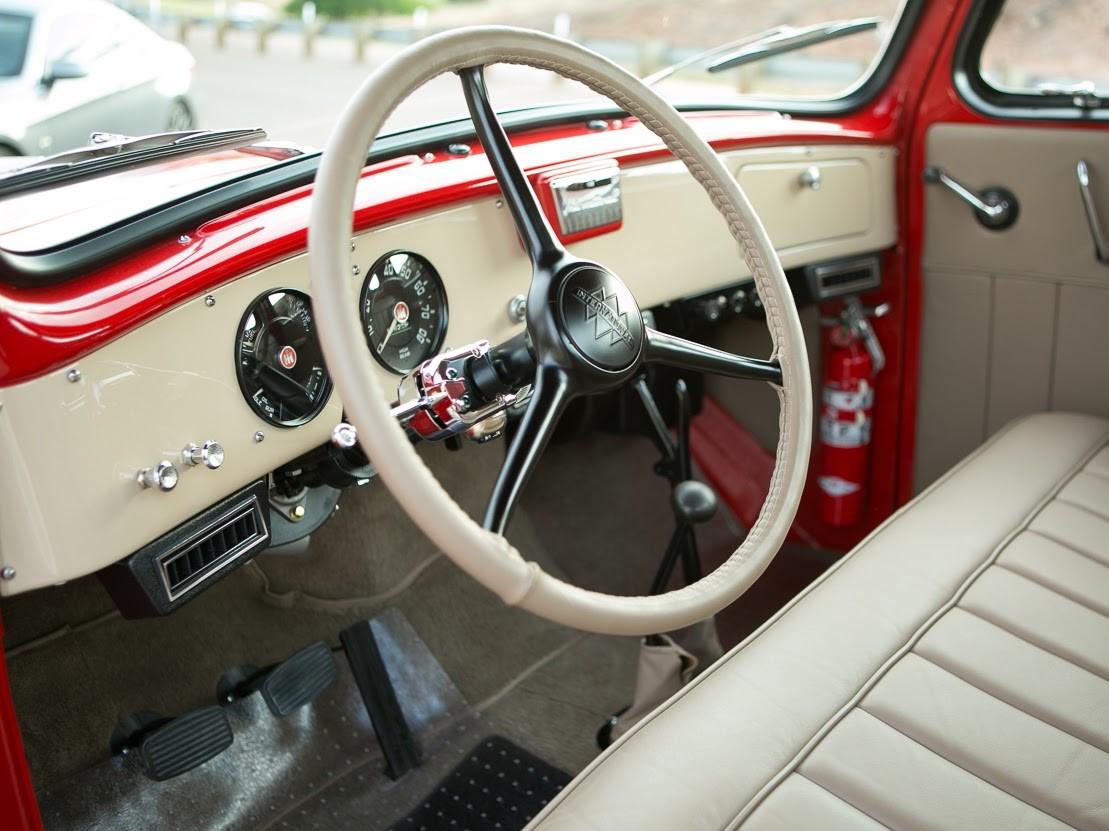 1953 International Harvester R110 (interior)